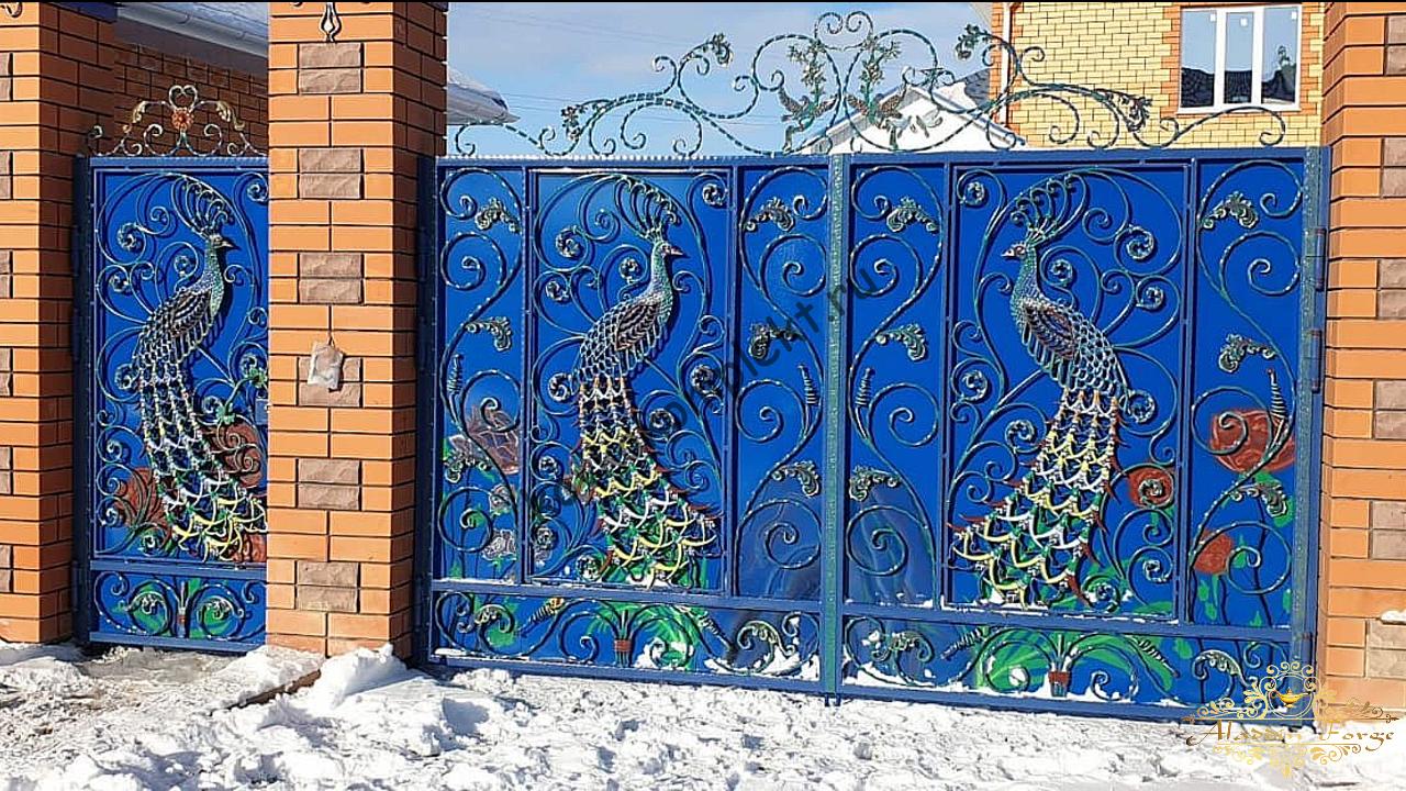 Ворота кованые с павлинами4