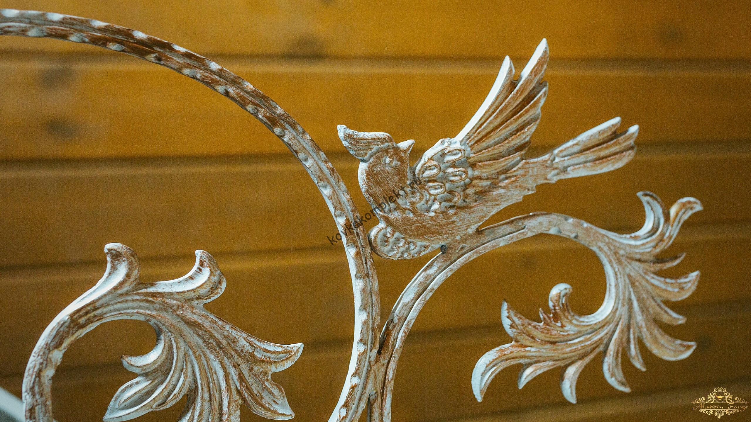 Декоративный кованный элемент птица
