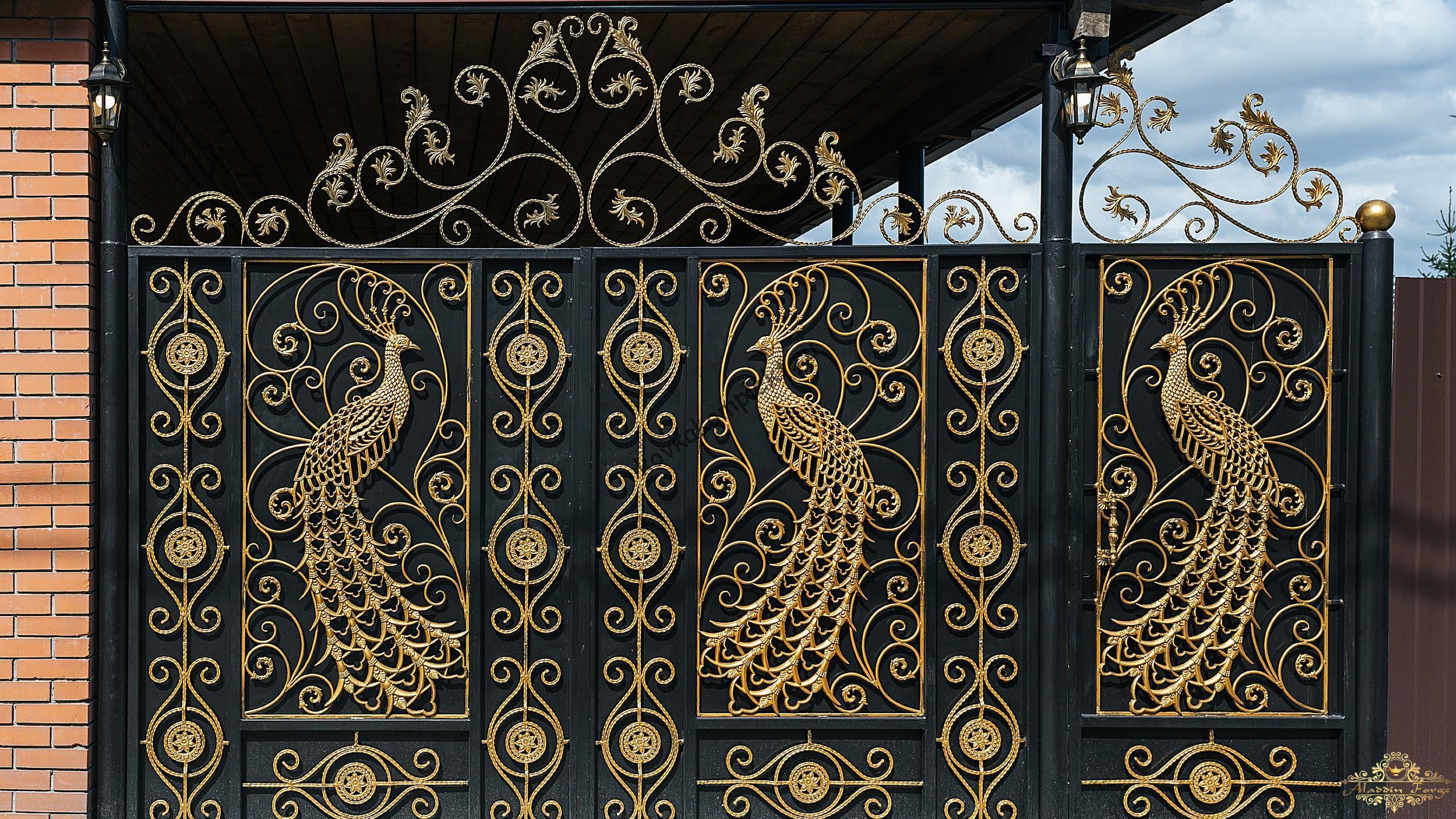 Кованые ворота с павлином