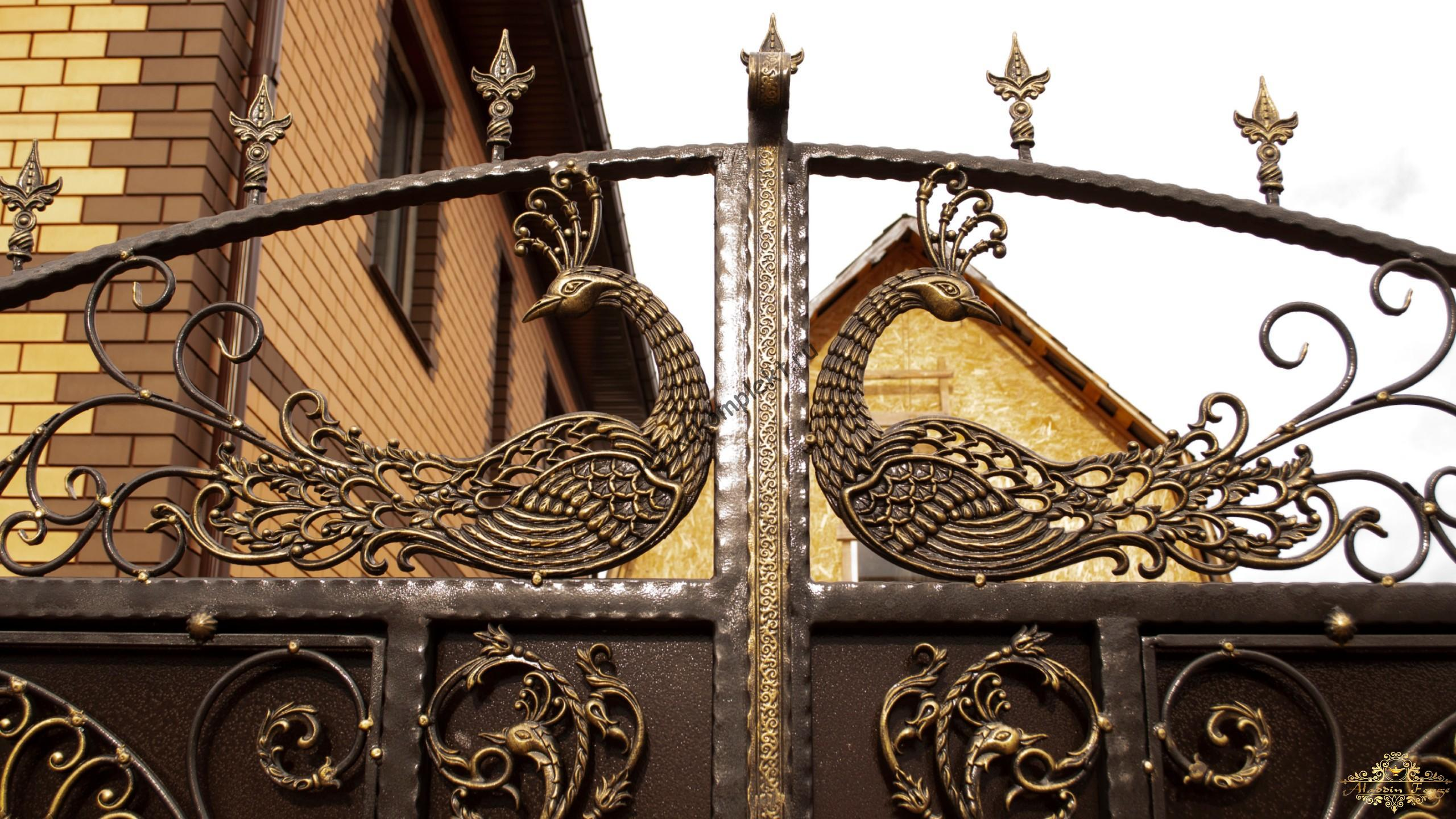 Кованые ворота с павлином и пиками