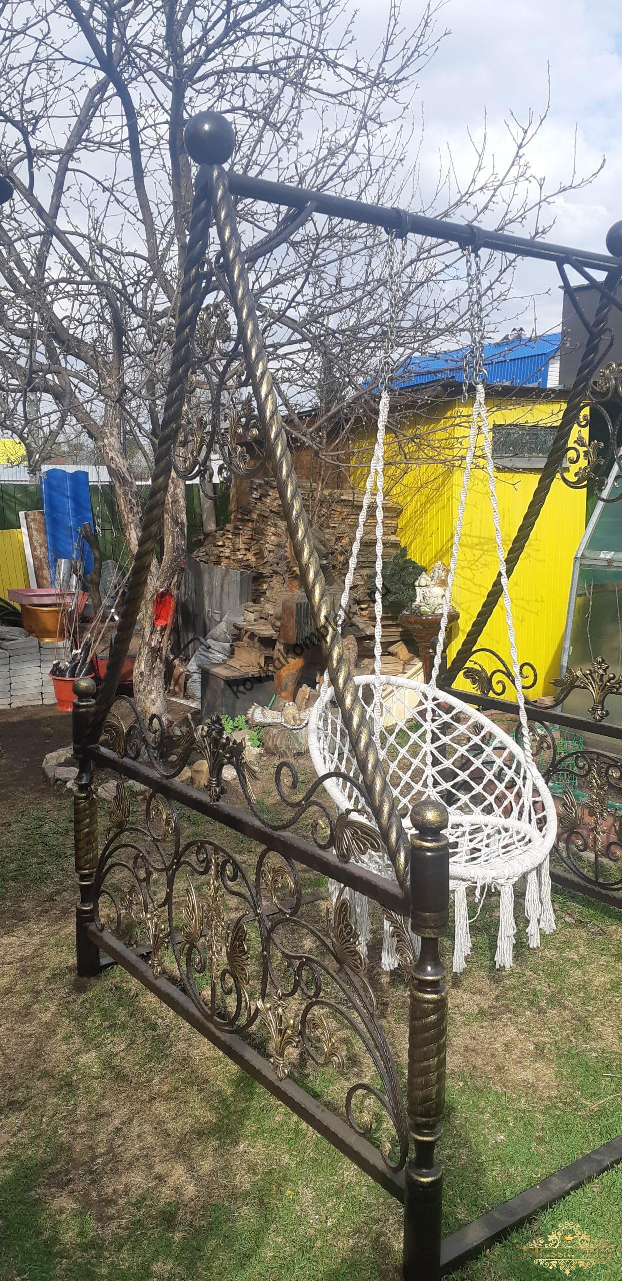 Кованые и железные качели